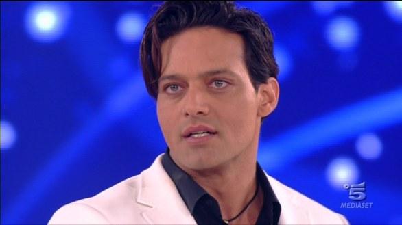 Amici 2013: nel quarto serale eliminati Marta e Antonio dei blu, ospiti Nesli e Fedez