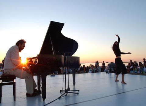 L'alba in musica sulle spiagge di Cesenatico e Pinarella