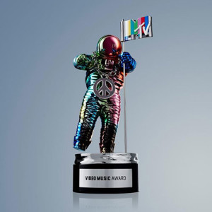 mtv vma 2015 moonman