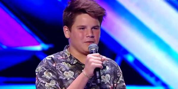 X Factor 9: Elijah Walti, il pusher di felicità eliminato – video