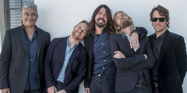Foo Fighters: cancellato il tour per il massacro a Parigi
