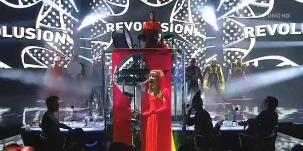 I moseek travolgono con la loro Revolusion – video