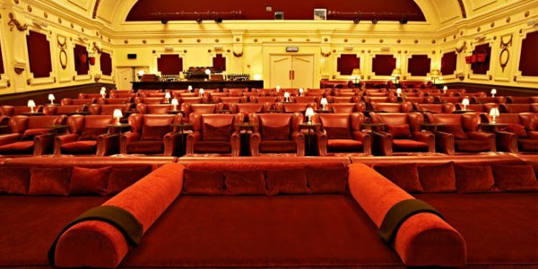 cinema hart a napoli con letti