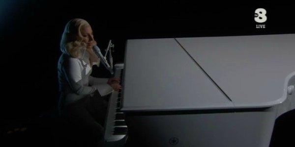 Lady Gaga commuove agli Oscar 2016 con Til It Happens to You (video)