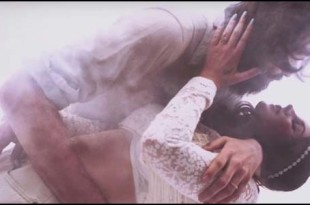 lana del rey nel video freak
