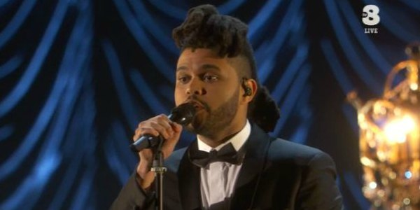 The Weeknd canta Earned It agli Oscar 2016 (video)