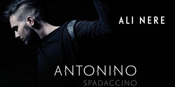 Antonino Spadaccino ospite ad Amici presenta il singolo Ali Nere (video)