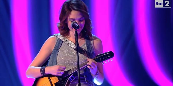 The Voice 4: Elisa Meo con il mandolino accede al Team Pezzali (video)