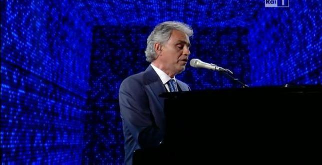 Andrea Bocelli ospite di Laura e Paola