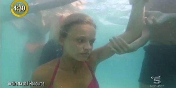 Isola Dei Famosi, quinta puntata: eliminata Simona Ventura tra scazzottate e il quasi annegamento di Mercedesz