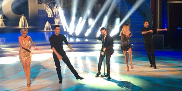 Lorenzo Fragola canta Luce Che Entra a Ballando Con Le Stelle (video)