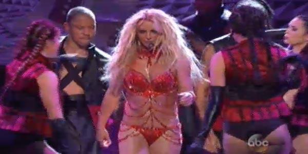 Britney Spears incendia i Billboard Music Awards 2016 con il suo medley (video)