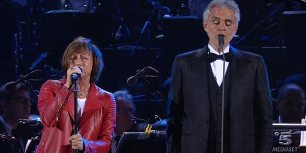 Gianna Nannini e Andrea Bocelli emozionano con Notti Magiche – video