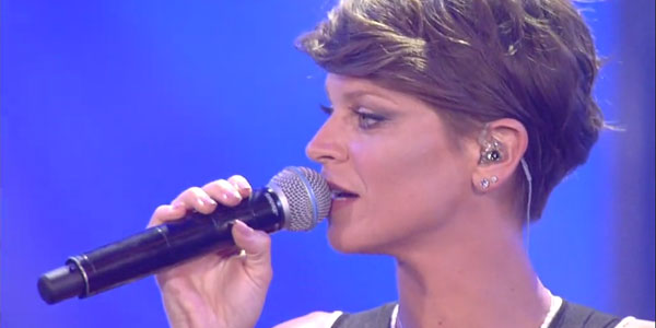 Coca Cola Summer Festival: Alessandra Amoroso emoziona con la cover Sergio Endrigo – video
