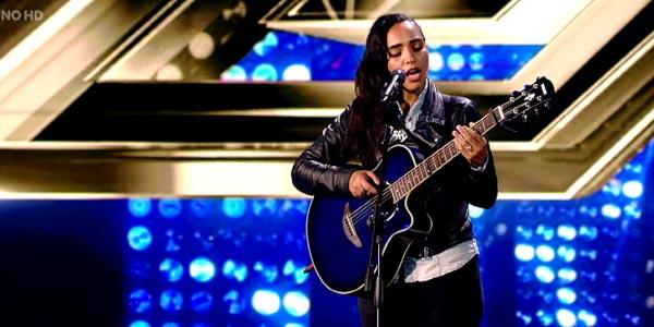 X Factor 10: Alessandra Fortes Silva canta un suo inedito – video
