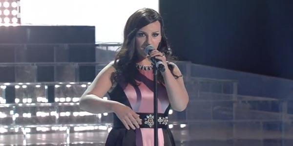 Tale e Quale Show: Deborah Iurato si trasforma in Laura Pausini – video