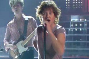 Tale e Quale Show: Enrico Papi imita Mick Jagger