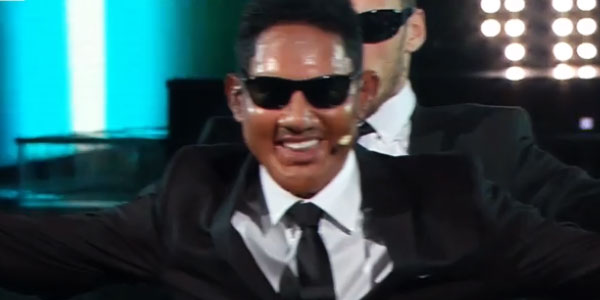 Tale e Quale Show: uno scatenato Enrico Papi imita Will Smith – video