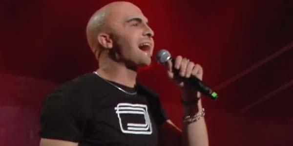 Tale e Quale Show: Davide Merlini diventa il cantautore Giuliano Sangiorgi – video