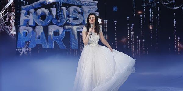 Laura Pausini Xmas House Party: ospiti e duetti stasera in tv su Canale 5