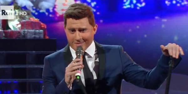 Na Tale E Quale Show: Francesco Cicchella imita Michael Bublé con Jingle Bells – video