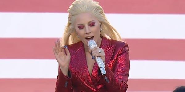 Lady Gaga incendia il Super Bowl 2017 nell'halftime show – video