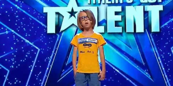 Italia's Got Talent 2017: il bambino di 7 anni che fa la sirena – video