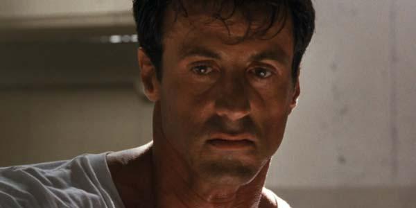 Lo specialista, film con Sylvester Stallone stasera in tv su Rete 4: trama