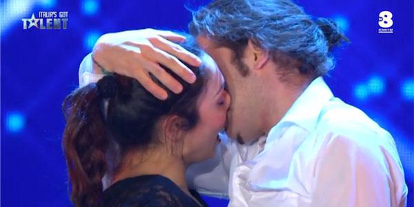 Italia's Got Talent 2017: il tango marziale con bacio di Teresa e Francesco – video